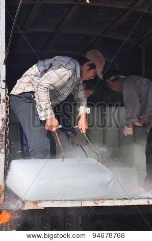 Con Dao, Vietnam - July 2, 2012: Porters Are Shaving Ice At The Local Seaport Of Con Dao Island Of V