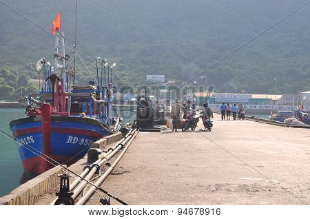 Con Dao, Vietnam - July 2, 2012: An Overview At The Seaport Of Con Dao Island With Fisherman And Fis