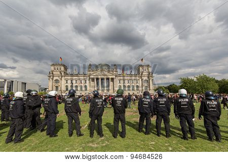 german police on a demonstration in front of parliament building