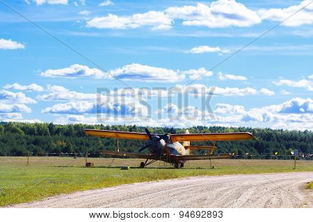 Vintage Single-engine Biplane Aircraft