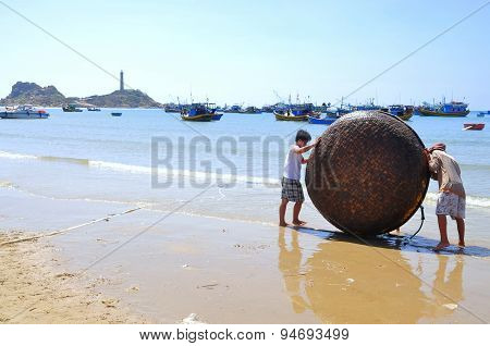 Lagi, Vietnam - February 26, 2012: Local Fishermen Are Preparing Their Basket Boat For A New Working
