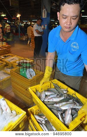 Ho Chi Minh City, Vietnam - November 28, 2013: A Worker Is Loading Many Baskets Of Fisheries At The