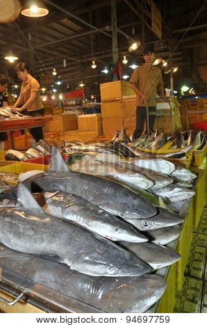 Ho Chi Minh City, Vietnam - November 28, 2013: Sharks Are Waiting For Purchasing At The Binh Dien Wh
