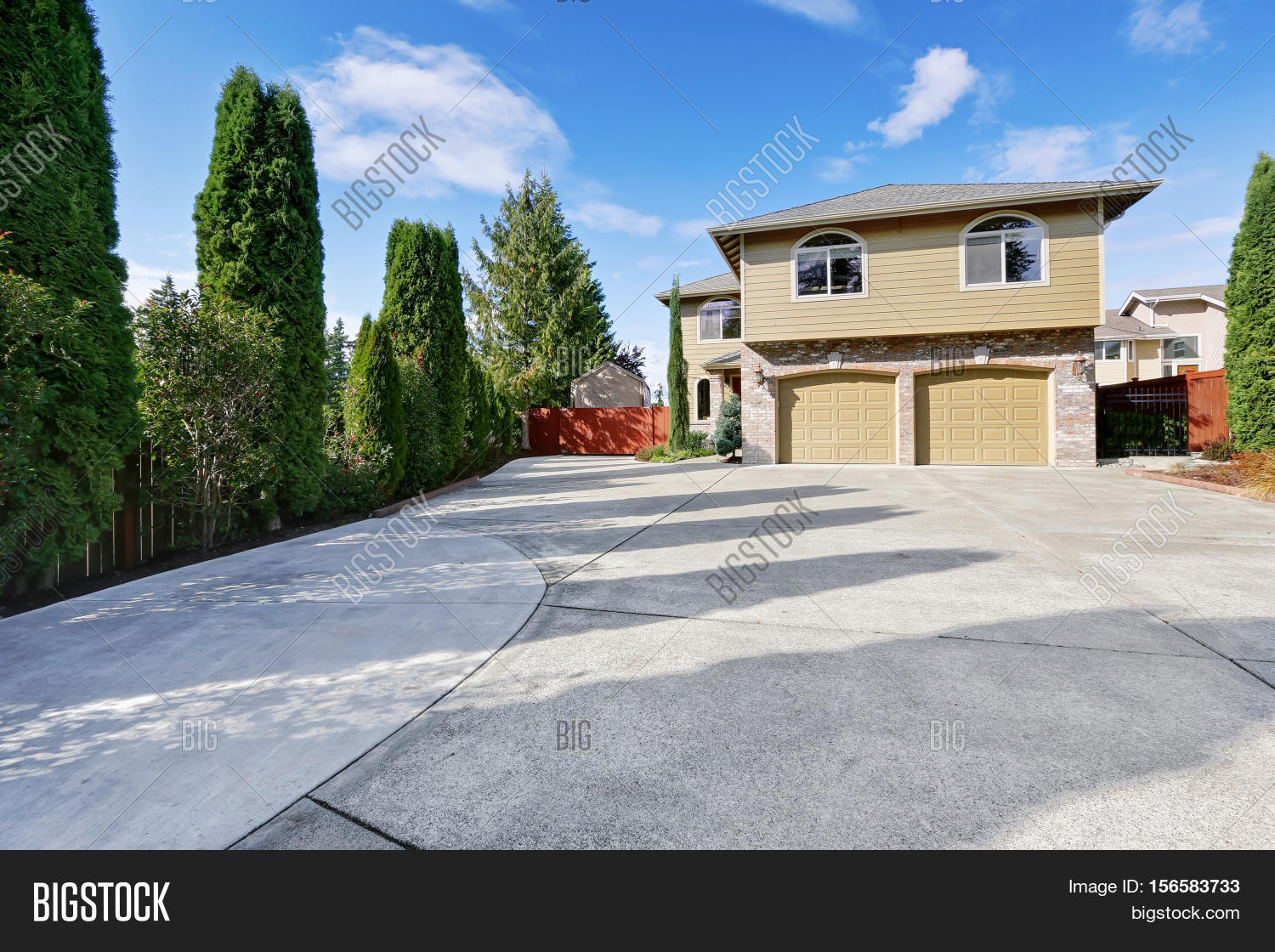 Luxury House In Green Exterior Paint And Large Concrete Driveway Stock Photo Stock Images