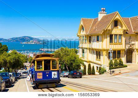 San Francisco Alcatraz Cable Car Hyde St Uphill