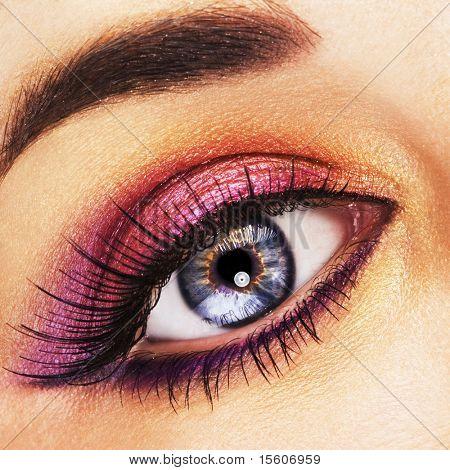 schöne Frau Auge mit goldenen und Rosa Make-up