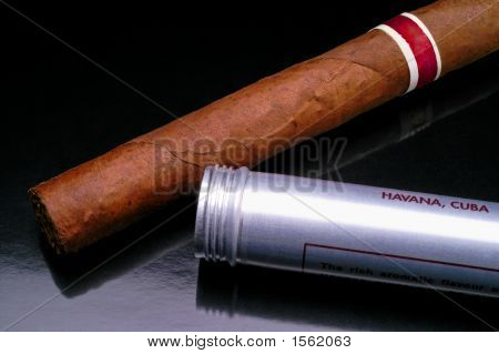 Cuban Cigar Closeup (2)