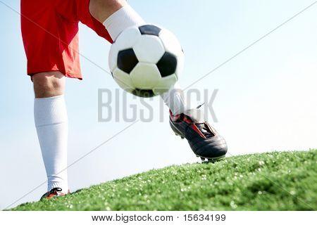 Horizontale Tritte von Fußballspieler Fußball