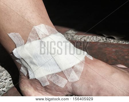 Treated wound, addressed wound, prevention, cure, care, medical treatment.