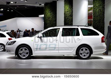PARIS, França - 30 de setembro: Paris Motor Show em 30 de setembro de 2010 em Paris, mostrando Skoda Octavia