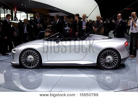 PARIS, FRANCE - SEPTEMBER 30: Paris Motor Show on September 30, 2010 in Paris, Audi e-tron Spyder, side view