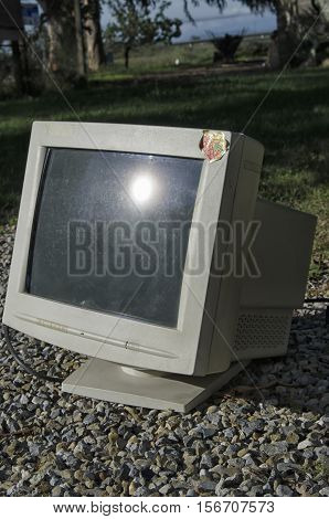 View of an obsolete and heavy CTR monitor