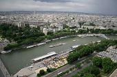 Постер, плакат: Панорамный и воздушный вид на Париж с Эйфелевой башни