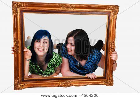 zwei Mädchen in Frame.