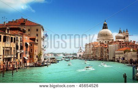 Gran Canal y la Basílica de Santa Maria della Salute, Venecia, Italia