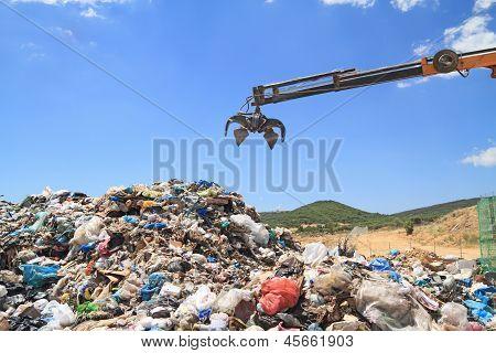 Graber crane in landfill