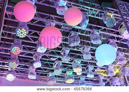 Equipamento de iluminação moderna em equipamentos de iluminação do exposição