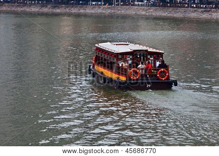 Sightseeing Tour On Singapore River