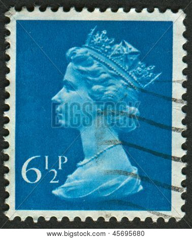 UK-CIRCA 1974: A stamp printed in UK shows image of Elizabeth II is the constitutional monarch of 16 sovereign states known as the Commonwealth realms, in Greenish Blue, circa 1974.