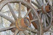 Постер, плакат: Старое деревянное колесо