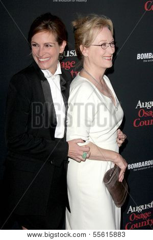 LOS ANGELES - DEC 16:  Julia Roberts, Meryl Streep at the