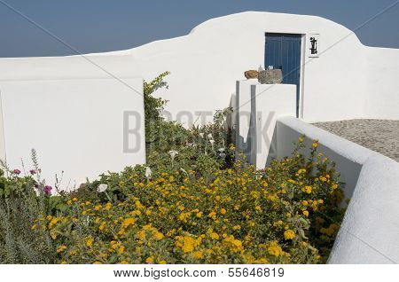 Garden En House In Thira.