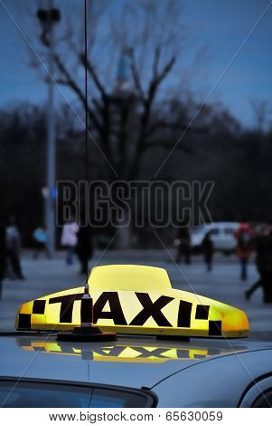 Vertical Taxi Sign On Top Of A Car