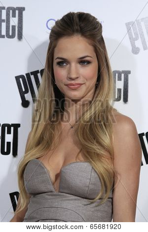 LOS ANGELES - SEP 24:  Alexis Knapp arrives at the
