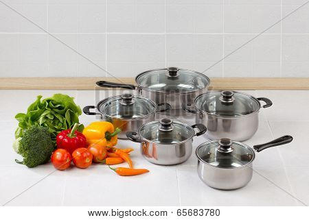 stainless pots and pan with glass lids