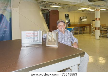 Wwii Veteran Ernie Thompson Visits Battleship Uss Iowa On Display