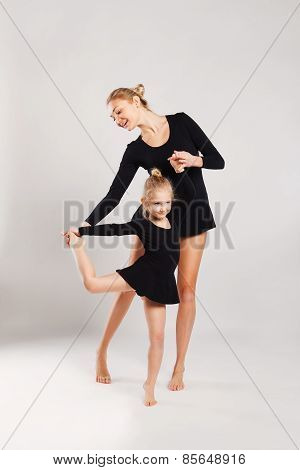 Mom teaching kid dancing. mother and daughter gymnastics