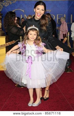 LOS ANGELES - MAR 1: Ali Landry, daughter Estela at the World Premiere of 'Cinderella' at the El Capitan Theater on March 1, 2015 in Hollywood, Los Angeles, California