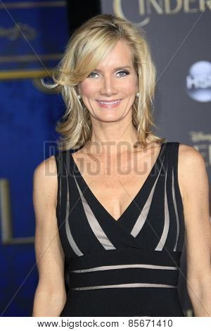 LOS ANGELES - MAR 1: Beth Littleford at the World Premiere of 'Cinderella' at the El Capitan Theater on March 1, 2015 in Hollywood, Los Angeles, California