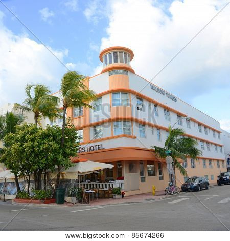 Art Deco Style Waldorf Towers in Miami Beach