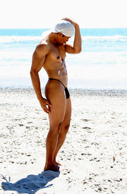 foto of exhibitionist  - An asian bodybuilder exhibit his body to admirers at the beach - JPG