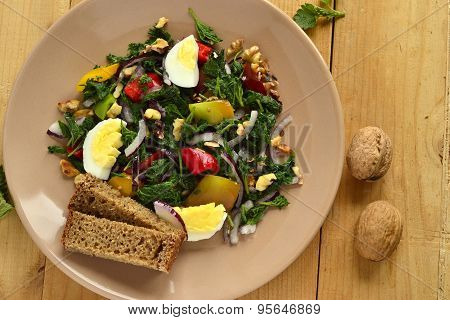 Salad with nettles, egg, sweet pepper, onion and walnut