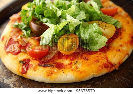 Pizza With Bacon, Lettuce And Fresh Tomatoes