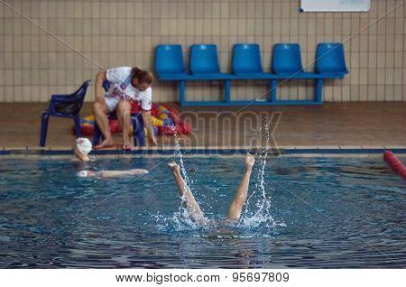 Synchronous Swimer Legs