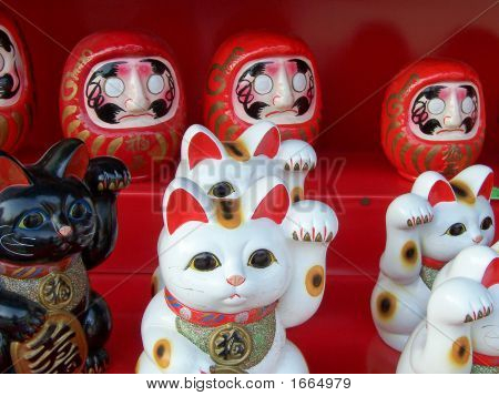 Lucky Cats And Dolls