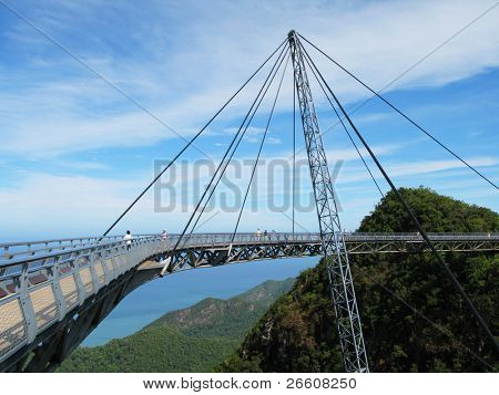 Famoso puente de la isla de Langkawi, Malasia colgante
