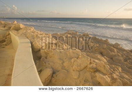 Strand erosie bij dageraad