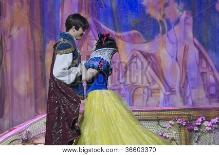 Pretty Snow White Dancing With Prince