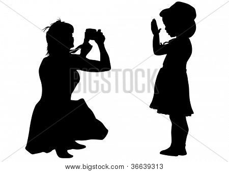 drawing silhouette of a little girl and mom