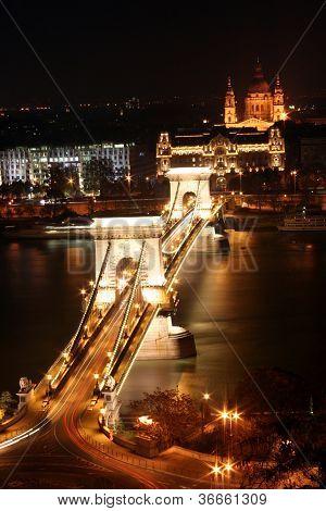 Chain Bridge and St. Stephen's Basilica at night.