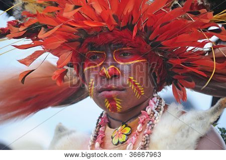 GOROKA, PAPUA, NEW GUINEA - SEPTEMBER 16:  aboriginal at Goroka Tribal Festival. Papua New Guinea on September 16, 2011