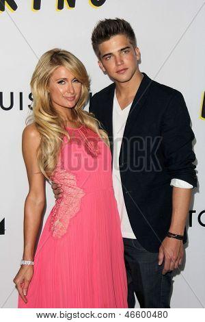 LOS ANGELES - 4 de JUN: Paris Hilton, River Viiperi arrivesa no