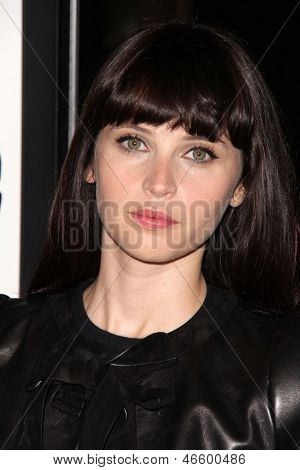 LOS ANGELES - JUN 4:  Zooey Deschanel arrivesa at the
