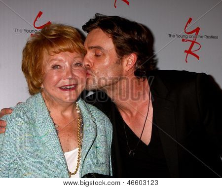 LOS ANGELES - JUN 4:  Lee P. Bell, Daniel Goddard arrives at SAG-AFTRA Panel Discussion With The Cast Of