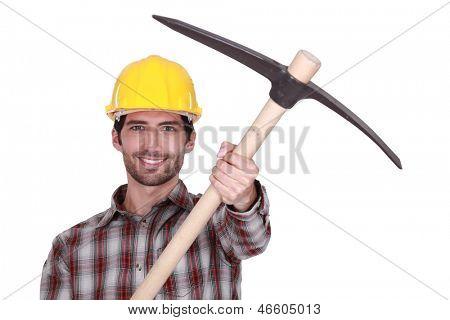 Ein Handwerker, präsentiert seine Pickel.