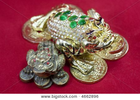 Bronze Chinese Frogs